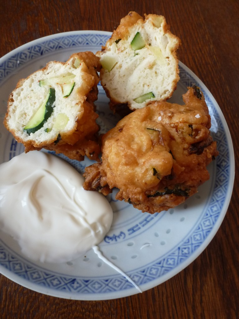 Spicy zucchini fritters with yogurt