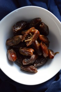 A bowl of deglet noor dates